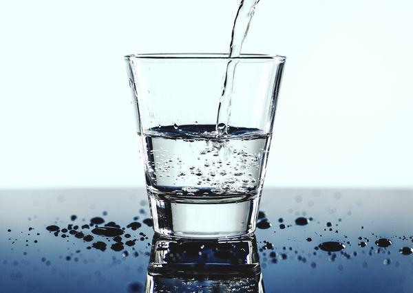 Filtrowana woda z dystybutora