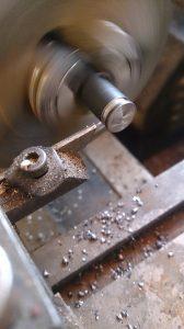 Czy warto kupić używaną tokarkę CNC?