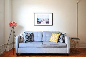 Modne kanapy z pojemnikiem na pościel