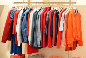 Szukanie modnej odzieży dla pań